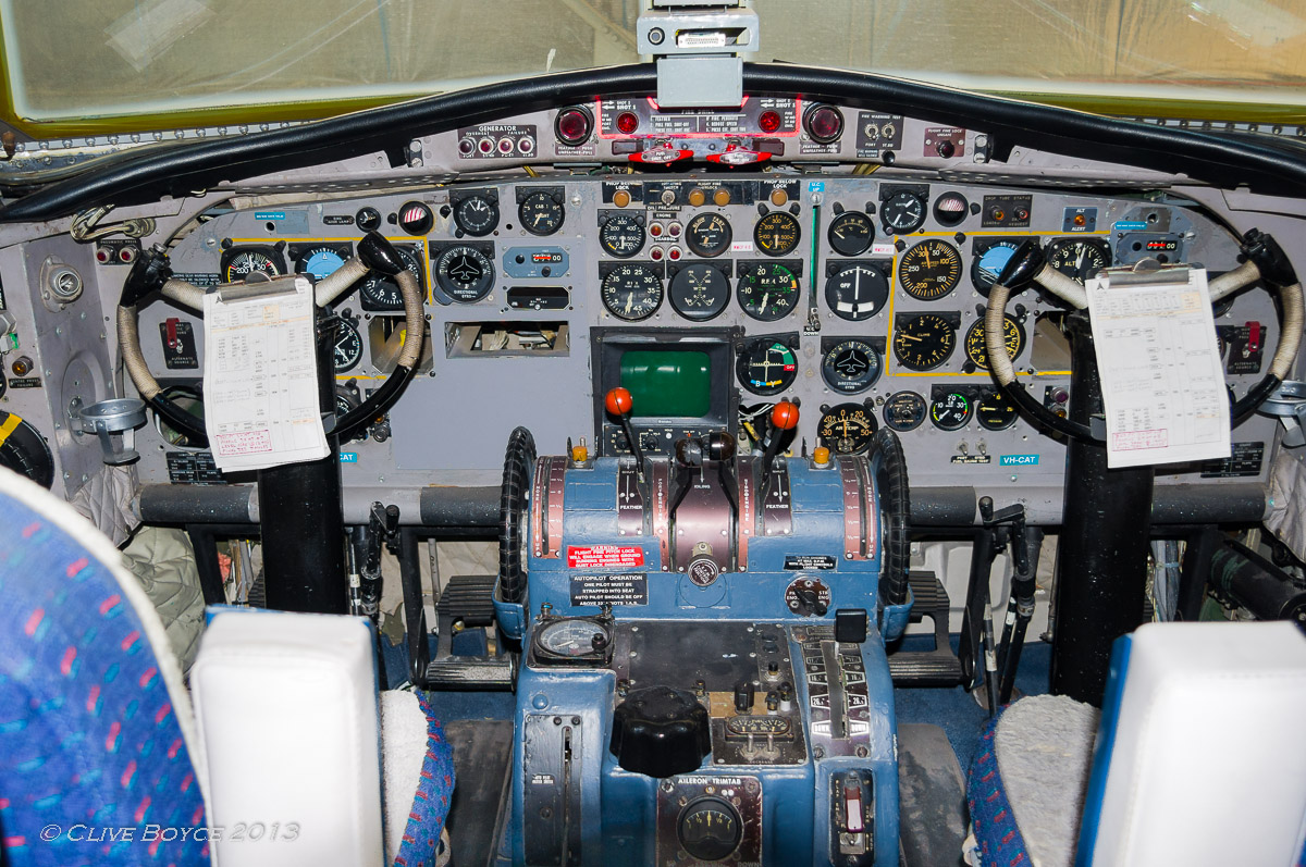 Fokker F27 Friendship cockpit