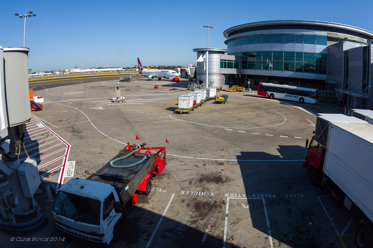 Qantas 737, Sydney Airport