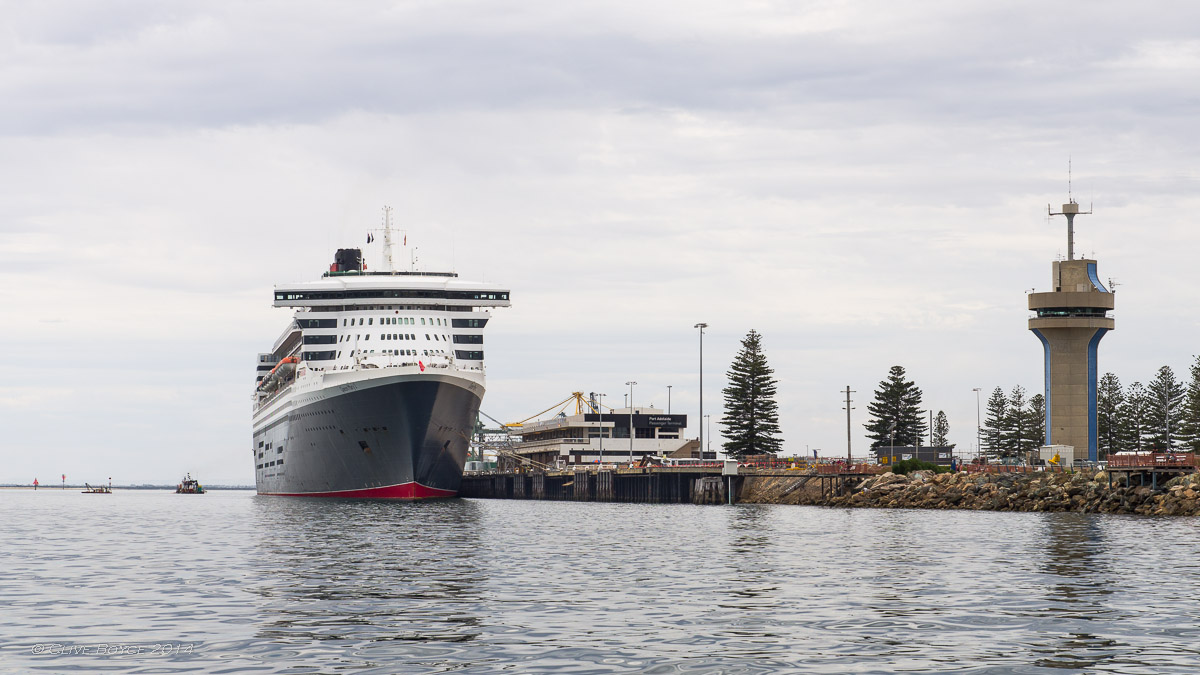 Queen Mary 2 , Outer Harbor